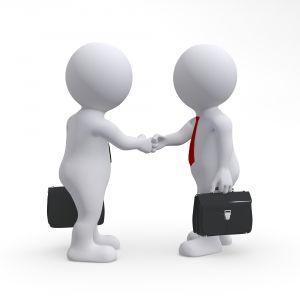 Bewerber und Personalchef reichen sich die Hand